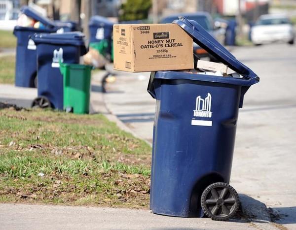 如果垃圾桶坏了,住户还可以申请免费更换和维修